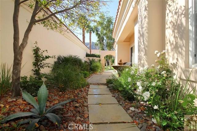 55210 Tanglewood, La Quinta CA: http://media.crmls.org/medias/a7b85521-4105-445e-b2ba-de1e69c7ec3a.jpg