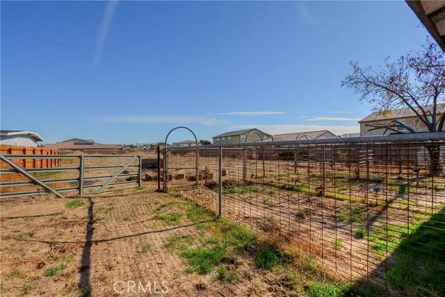 13151 Pipeline Avenue, Chino CA: http://media.crmls.org/medias/a7d425c6-916f-4377-bc3f-4d0414367469.jpg