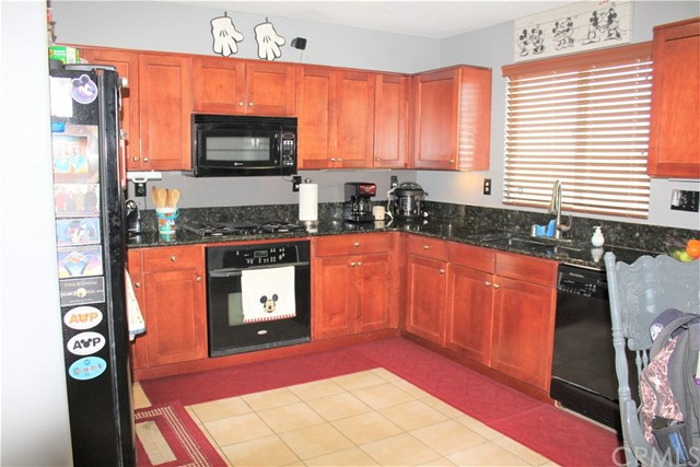 16045 White Mountain Place, Victorville CA: http://media.crmls.org/medias/a7d870d4-2e49-4e5a-b162-5f9a206d400a.jpg