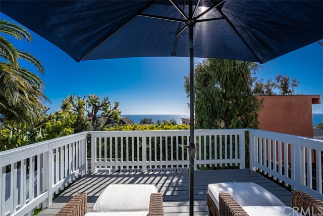 274 Upland Road, Laguna Beach CA: http://media.crmls.org/medias/a7f386b9-4fb5-4f33-9499-523836f12da9.jpg