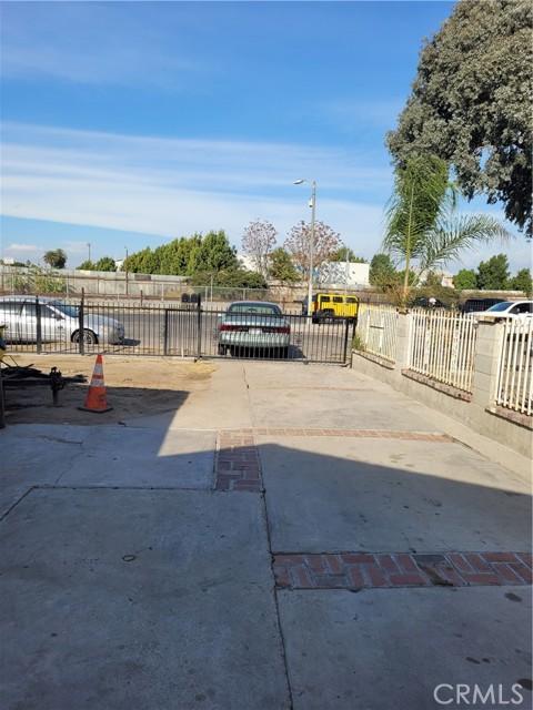 808 E 111th Drive, Los Angeles CA: http://media.crmls.org/medias/a7f9c983-6725-4a72-ba03-b8aae47e7c8d.jpg