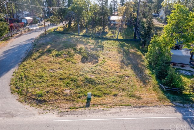 52830 Pine Drive, Oakhurst CA: http://media.crmls.org/medias/a82d3eb6-ca06-4f91-a92a-83aee0cbf438.jpg