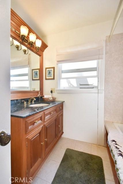 5446 Wiseburn Street, Hawthorne CA: http://media.crmls.org/medias/a8328e1f-9569-4dbf-9415-4eac3dba1505.jpg