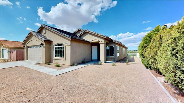 13901 Driftwood Drive, Victorville CA: http://media.crmls.org/medias/a88e9d7c-1515-4f88-b8d9-a917a39c2479.jpg
