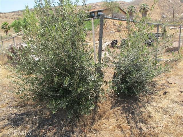 11275 Eagle Rock Road, Moreno Valley CA: http://media.crmls.org/medias/a8a054b4-d7c6-4947-b4a4-d58a9c2e416e.jpg