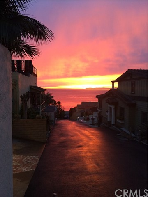 32041 Point Place, Laguna Beach CA: http://media.crmls.org/medias/a8a2c351-8060-49f0-9323-b0b59a5cfd48.jpg