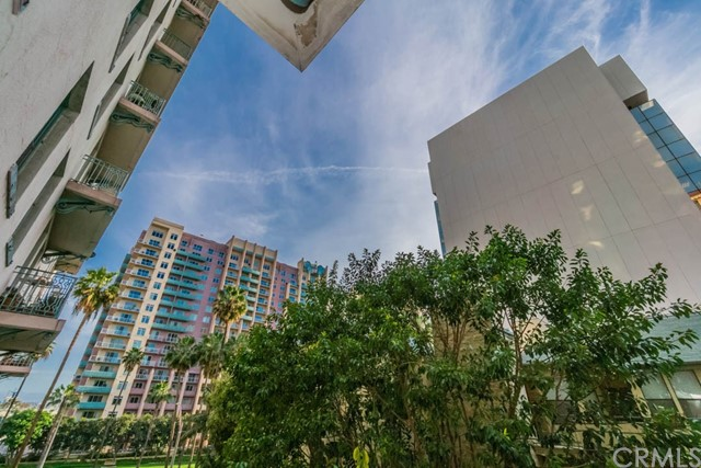 455 E Ocean Boulevard, Long Beach CA: http://media.crmls.org/medias/a8b6f22f-22ef-4e92-801a-bd938f61091c.jpg