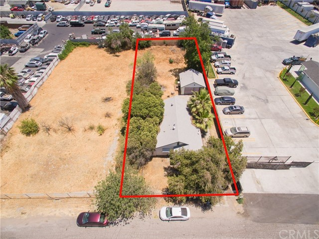 845 Preston Street, San Bernardino CA: http://media.crmls.org/medias/a8c18b95-aabf-4811-a0a6-d51b193af00b.jpg