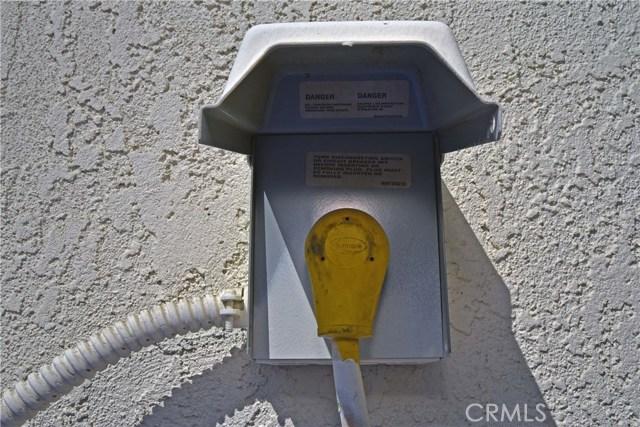 9379 Delfern Lane, Riverside CA: http://media.crmls.org/medias/a8e13bd6-df4b-4939-92f9-33736309dad3.jpg