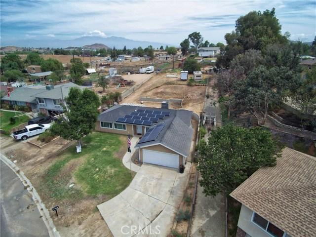1477 Hilltop Lane, Norco CA: http://media.crmls.org/medias/a8e53963-6d73-4b2a-9486-16686c888149.jpg