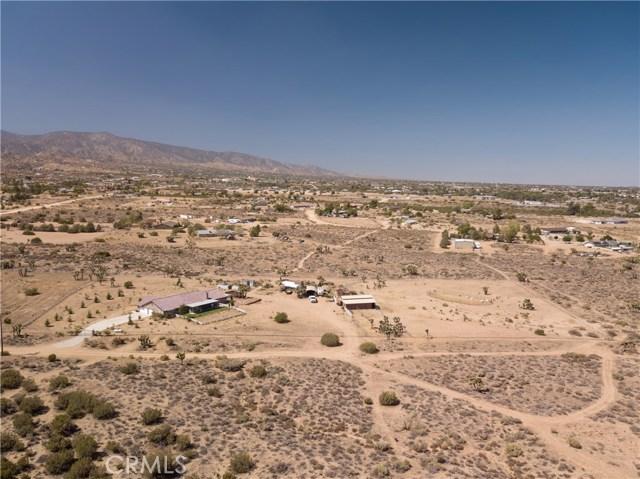 9022 Branding Iron Road, Phelan CA: http://media.crmls.org/medias/a8f499e8-ae22-453d-8747-c6c8b5e92379.jpg