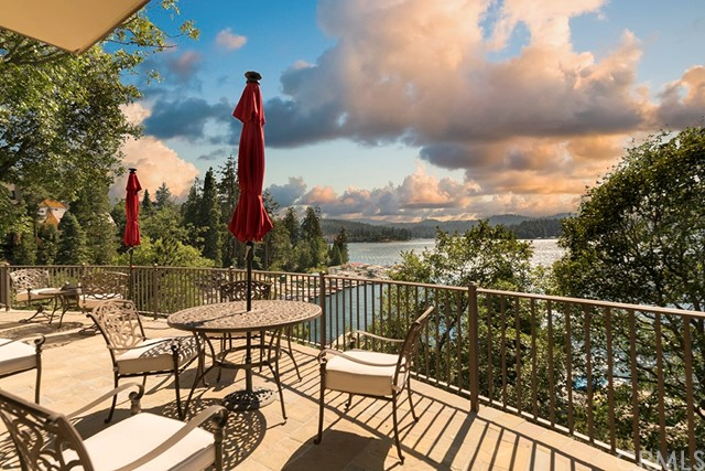 Single Family Home for Sale at 28718 Palisades Drive Lake Arrowhead, California 92352 United States