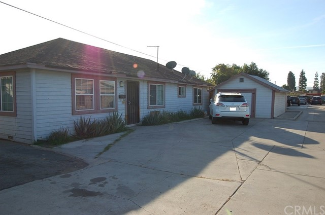公寓 为 销售 在 11128 Dodson Street El Monte, 91733 美国