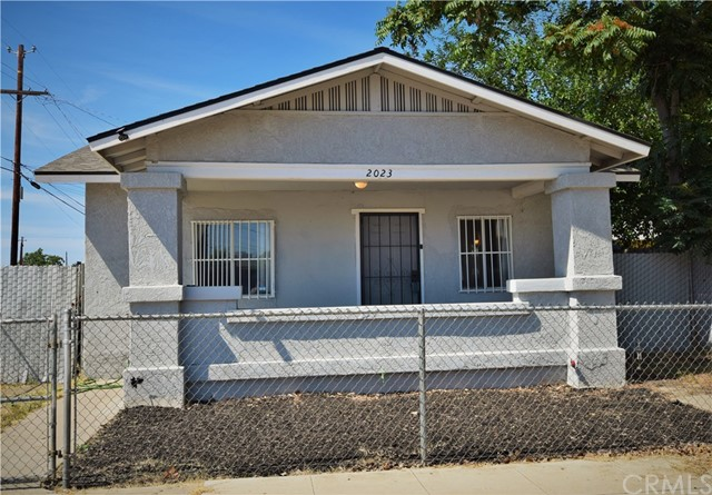 Detail Gallery Image 1 of 14 For 2023 E Grant Ave, Fresno,  CA 93701 - 2 Beds   1 Baths