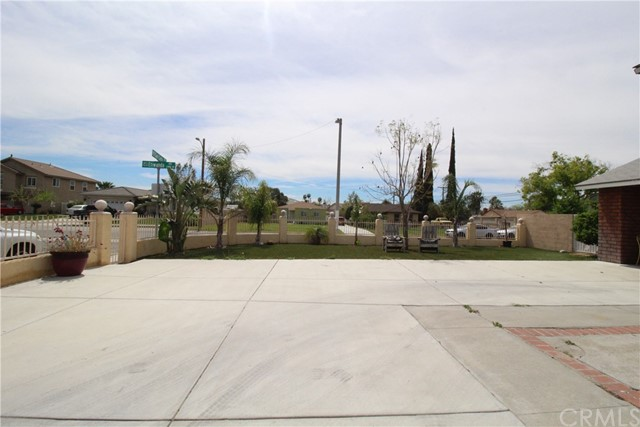 800 San Carlo Avenue, San Bernardino CA: http://media.crmls.org/medias/a9cfee97-b29a-482d-9b1a-d79a18c2822c.jpg