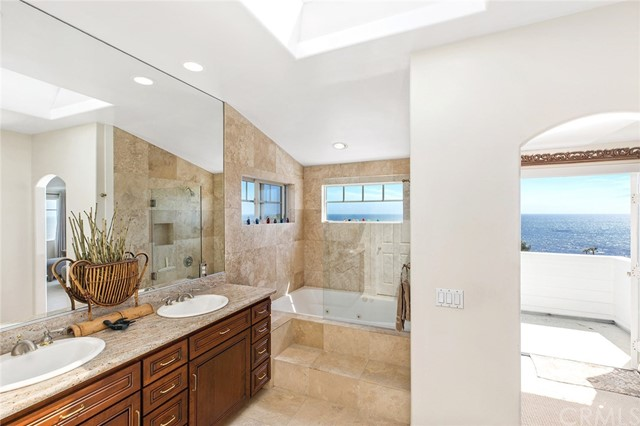 31321 Brooks Street, Laguna Beach CA: http://media.crmls.org/medias/a9dcde9c-e3f6-477d-966a-3be22f4bc447.jpg