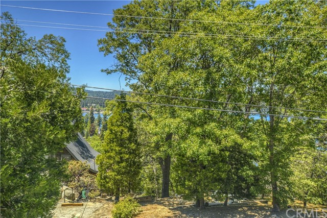 379 Highland Drive Lake Arrowhead, CA 92352 - MLS #: EV17112934