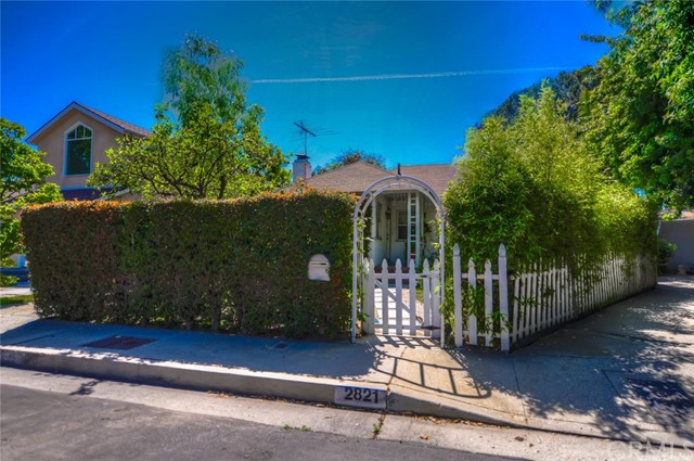 Single Family Home for Sale at 2821 Greenfield Avenue Los Angeles, California 90064 United States