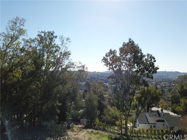 5342 N Highland View Place, Eagle Rock CA: http://media.crmls.org/medias/aa0ff560-81b1-44f1-9930-5e607dc0087c.jpg