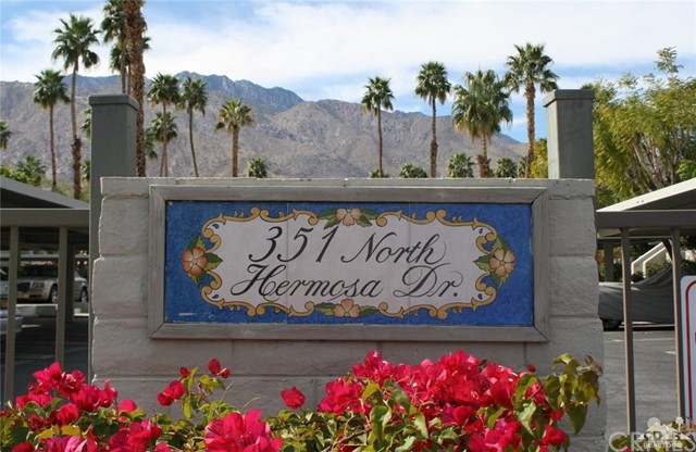 351 Hermosa Drive, Palm Springs CA: http://media.crmls.org/medias/aa111c37-c2c3-4dd7-855c-90ba34366a7b.jpg