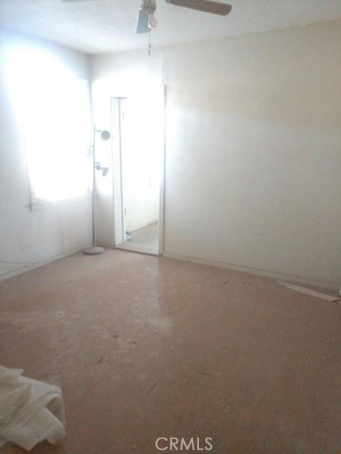 271 Maple Avenue, El Centro CA: http://media.crmls.org/medias/aa2f2f67-6dff-410a-9a0a-064a457825ea.jpg