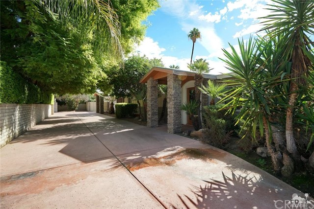 71443 Country Club Drive, Rancho Mirage CA: http://media.crmls.org/medias/aa4554c5-69fd-4830-b6b5-9f5d96d1c9f2.jpg