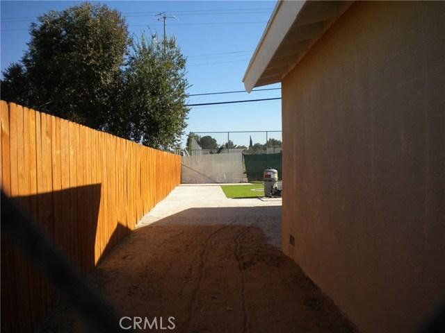 16321 Yucca Avenue, Victorville CA: http://media.crmls.org/medias/aa4ff424-7883-48a1-a008-a36f69700451.jpg
