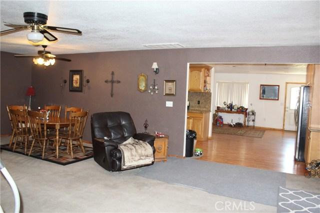 11033 Merino Avenue, Apple Valley CA: http://media.crmls.org/medias/aa7a997f-a312-4032-ab5c-23d9dcd3092b.jpg