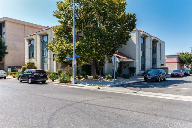 4515 California Avenue, Long Beach CA: http://media.crmls.org/medias/aa9060aa-fcc0-4b71-b920-07040949e7cf.jpg