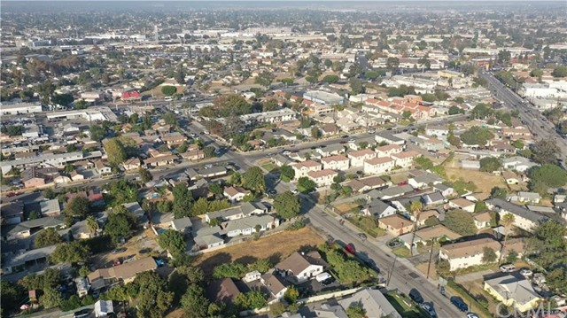 2711 Meeker Avenue, El Monte CA: http://media.crmls.org/medias/aa915388-cbf8-4400-a6a9-37479dfc6ce9.jpg