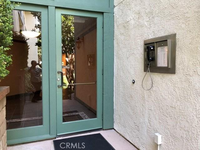4314 Apricot Drive, Irvine CA: http://media.crmls.org/medias/aa94b845-11f5-4d2c-bbd3-1c5de0b11f97.jpg