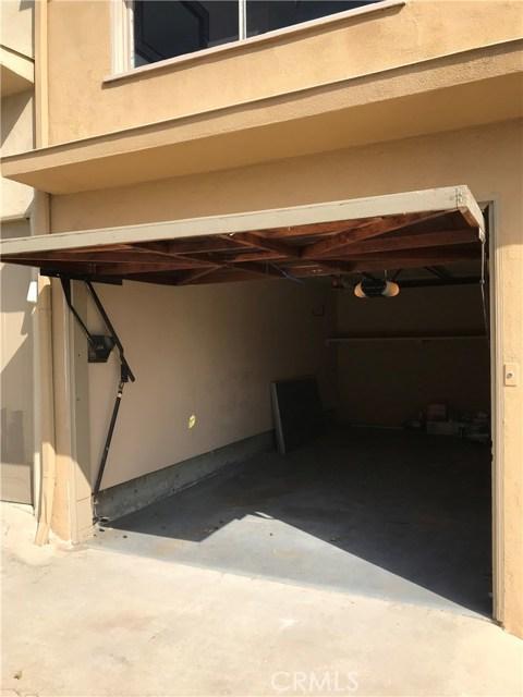 4529 E Shaw Street, Long Beach CA: http://media.crmls.org/medias/aa9e5a3f-a915-4893-a744-1dc701e0c59b.jpg