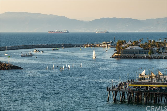 531 Esplanade, Redondo Beach CA: http://media.crmls.org/medias/aaa1a261-2ac3-4a8f-8deb-8e124b6247d2.jpg
