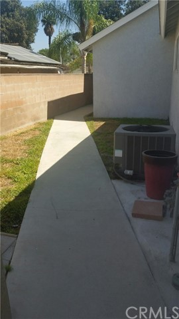 12141 Groveland Avenue, Whittier CA: http://media.crmls.org/medias/aad5435c-c4fe-4a91-85aa-6354289aaa44.jpg