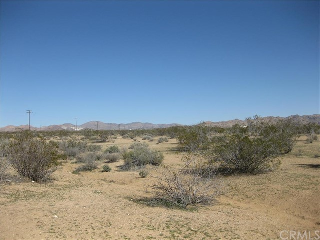 20 Stoddard Wells Road, Apple Valley CA: http://media.crmls.org/medias/aaf64b54-0539-45a6-8c83-19ca4bfa534d.jpg
