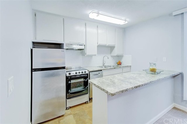 Detail Gallery Image 1 of 23 For 11645 Montana Ave #233,  Los Angeles,  CA 90049 - 1 Beds | 1 Baths