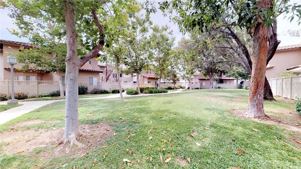 13025 Via Antibes, Riverside CA: http://media.crmls.org/medias/ab2cf871-037e-4b6e-99a8-31dec2c53bb9.jpg