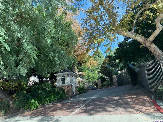 2700 Cahuenga Boulevard, Los Angeles CA: http://media.crmls.org/medias/ab6be358-021d-49fa-abd9-6bccb85f3ff8.jpg