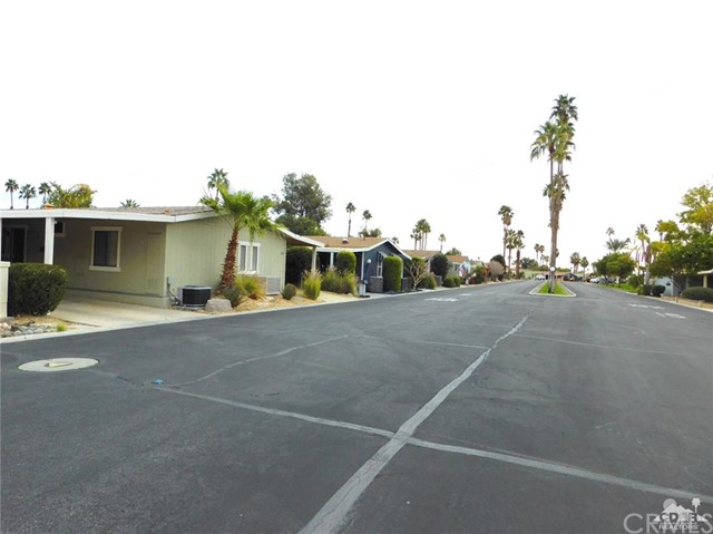 73450 country club Drive, Palm Desert CA: http://media.crmls.org/medias/ab6f3af4-591a-4b7d-9697-9c7acb76ce7e.jpg