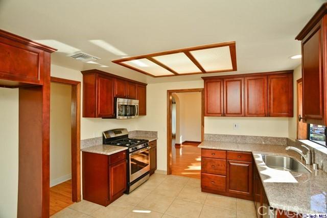 3445 LAS PALMAS Avenue, Glendale CA: http://media.crmls.org/medias/ab73da7e-afbf-44c7-8c95-17642c55d2c9.jpg