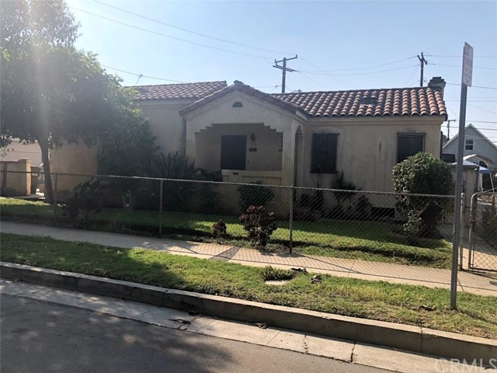 4026 Perry Street, East Los Angeles CA: http://media.crmls.org/medias/ab900467-9398-425a-83bf-b8a52eab6135.jpg