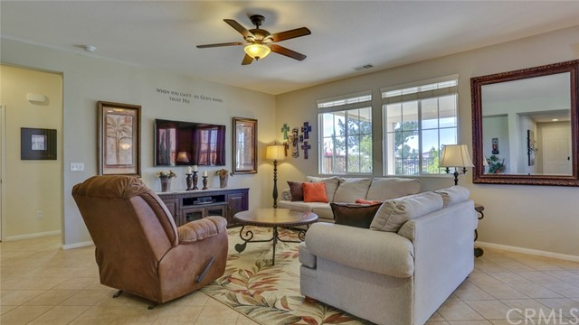 29111 Rocky Point Court, Menifee CA: http://media.crmls.org/medias/ab949206-5811-479d-a649-9bac78fb09f7.jpg