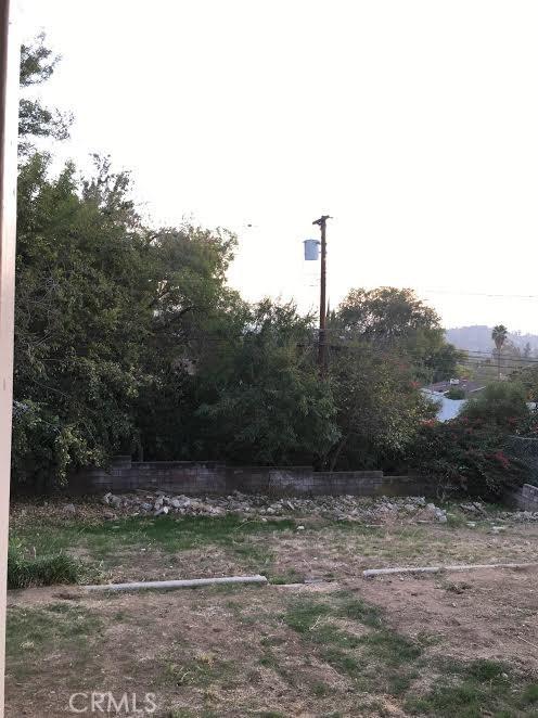 233 E 53rd Street, San Bernardino CA: http://media.crmls.org/medias/ab9d5898-4cde-4bfc-9843-37a91835d45a.jpg