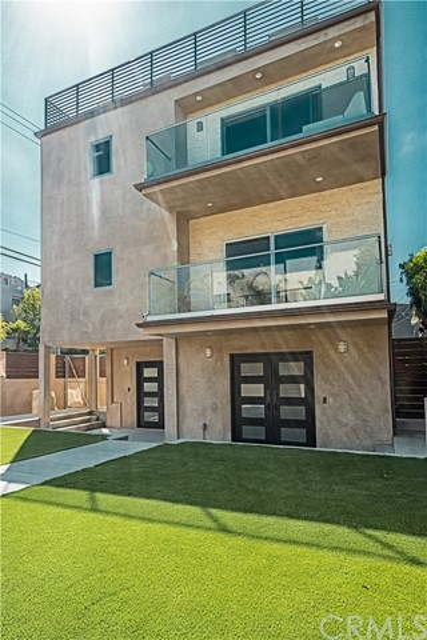 62 Ozone Avenue  Venice CA 90291