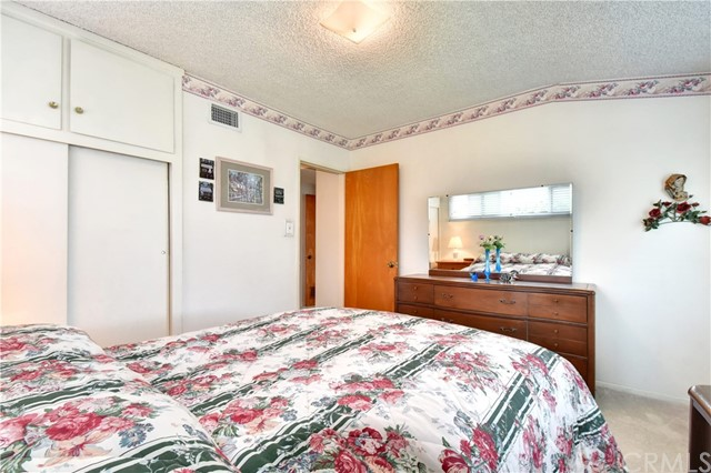 6209 Hungerford Street, Lakewood CA: http://media.crmls.org/medias/abbe6b56-8da3-49ea-852e-8d21c81b9573.jpg