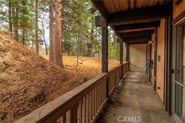 872 Sierra Vista Drive, Twin Peaks CA: http://media.crmls.org/medias/abd0e910-45b8-4ecc-a5e4-4efe7b288da8.jpg