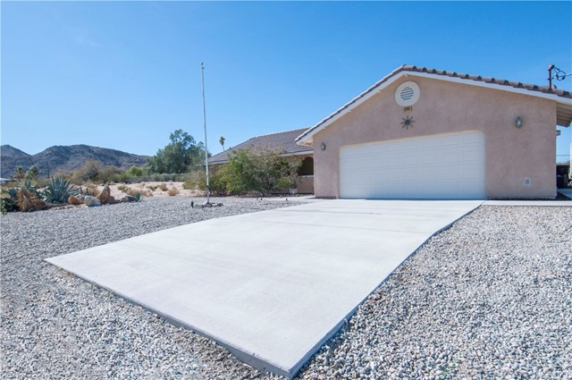6744 Canyon Road, 29 Palms, CA, 92277