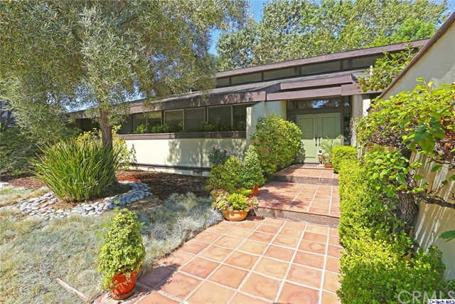 4271 Oakwood Avenue La Canada Flintridge, CA 91011 is listed for sale as MLS Listing 317000209