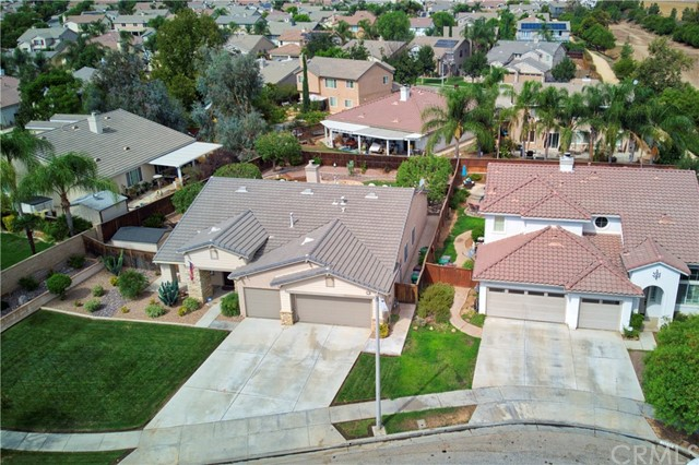 33571 Honeysuckle Lane, Murrieta CA: http://media.crmls.org/medias/abf92974-fb5d-409d-950e-98e88046731b.jpg