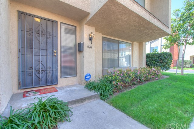 Townhouse for Sale at 976 Lamark Lane W Anaheim, California 92802 United States
